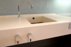 accesible kitchen sink with easy to reach handles